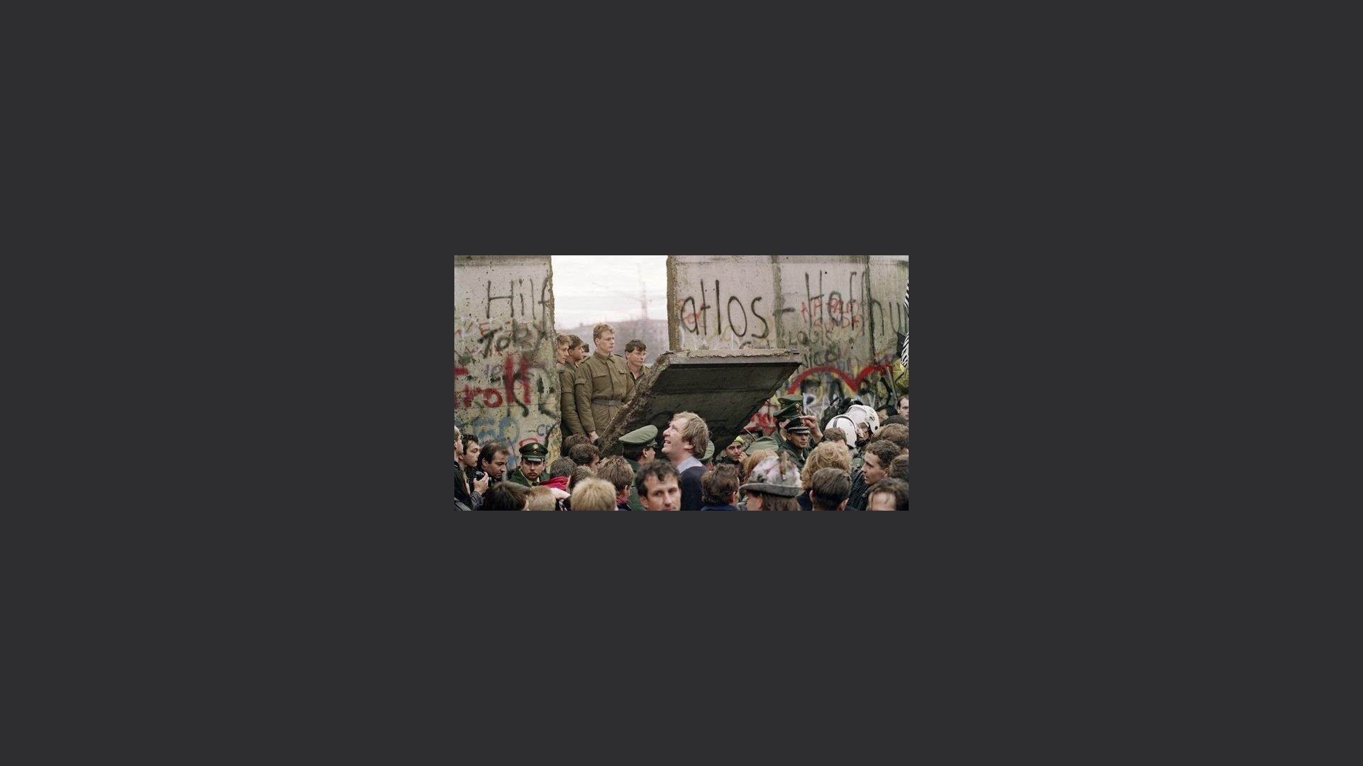 31 anni fa la caduta del Muro di Berlino