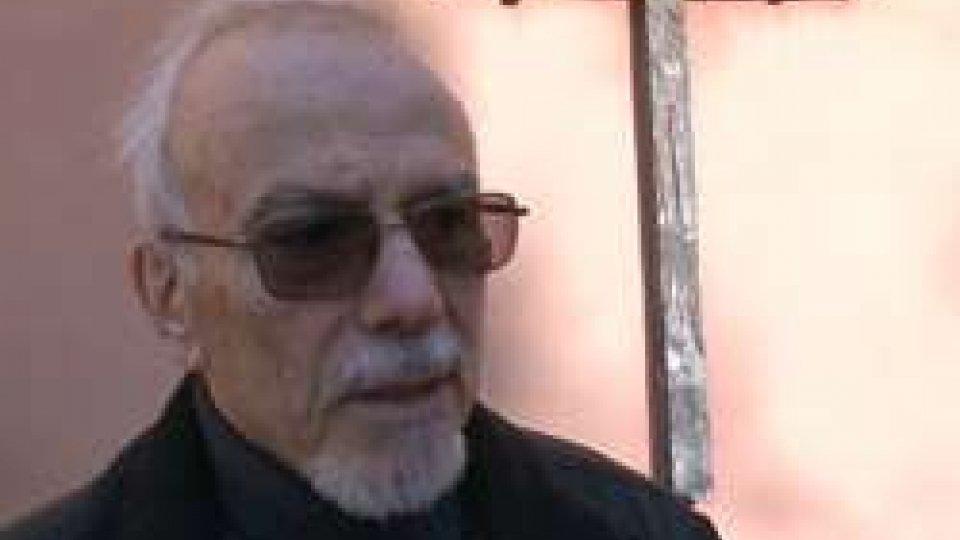 Padre Arnaldo MarangoniVandali contro il presepe di Montalbano: statue decapitate e appese agli alberi