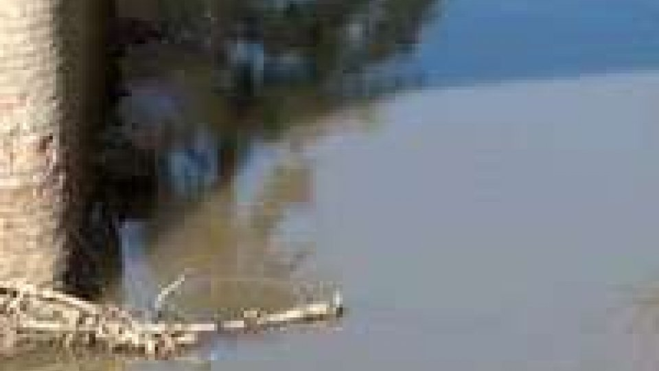 Ausa, nuova schiuma sospetta nel torrente: riaffiora la problematica ambientale