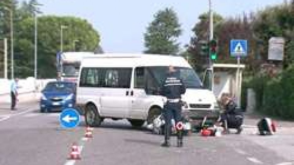 Bufalini CesenaMarecchiese bloccata: grave 34enne in scooter