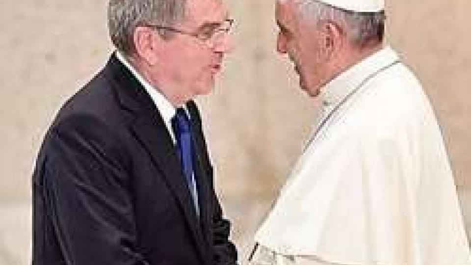 Papa Francesco con Thomas Bach (ansa)