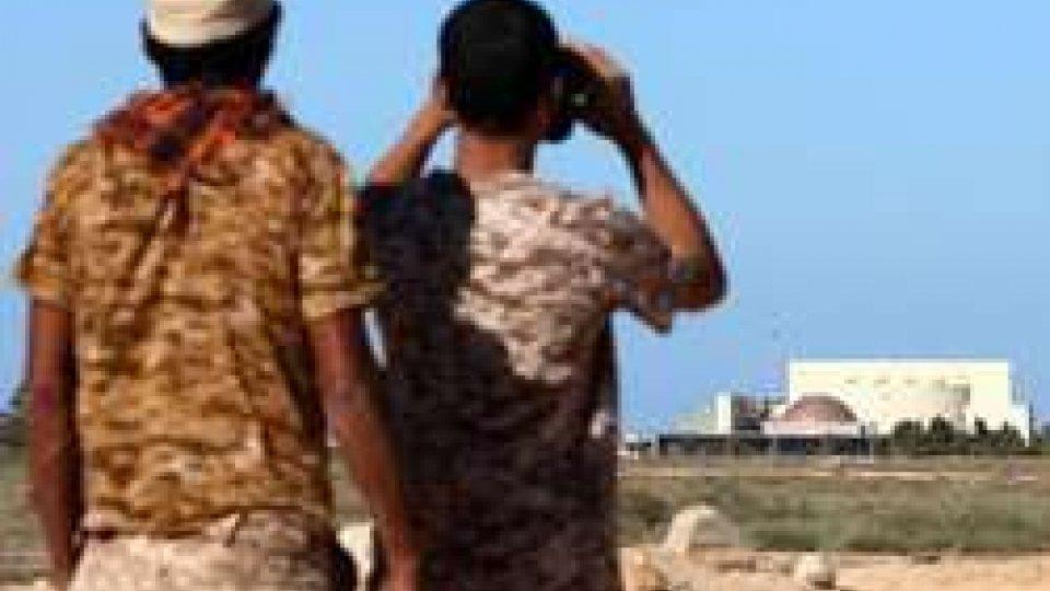 Sirte, un mese di bombardamenti per riconquistare la città. Italia basi per i caccia Usa