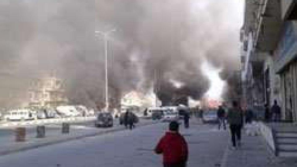 La strage dei terroristi anti-Assad ad HomsSiria: strage dell'ISIS ad Homs e Damasco