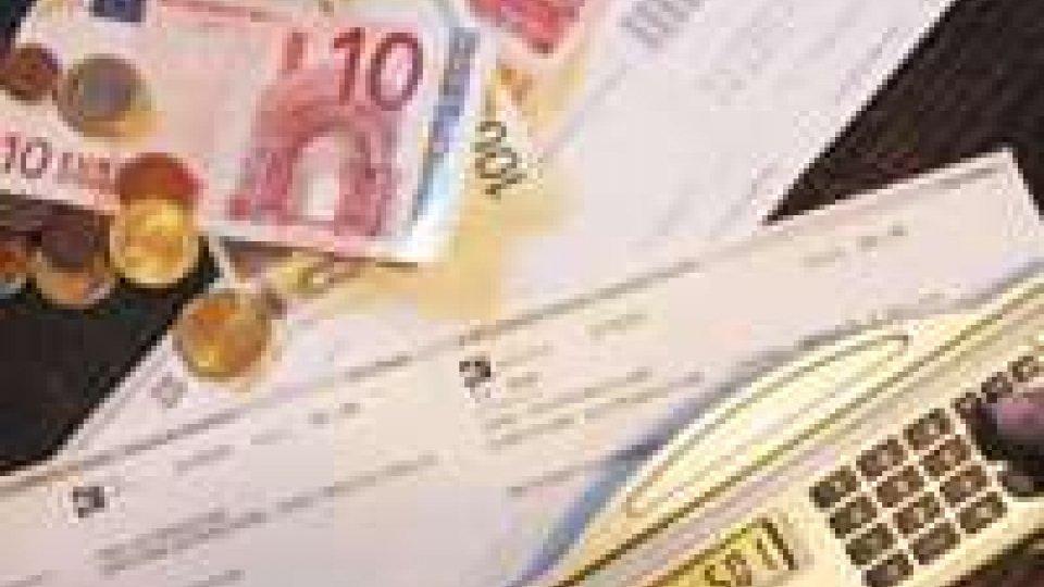 Prezzi: giù bollette, ma in 2013 stangata da 1.492 euro