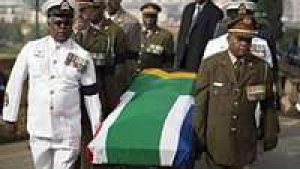 Mandela: nuova processione feretro per strade Pretoria