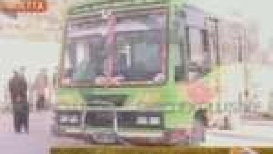 Pakistan. 13 morti sciiti in attacco ad autobus a Quetta