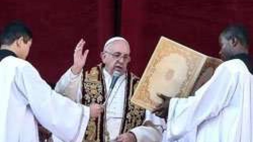 """Natale: il papa nella benedizione chiede speranza per i disoccupatiNatale, Papa: """"Dove nasce Dio, nasce la pace"""""""