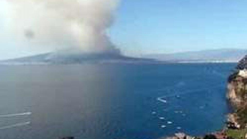 Incendio sul Vesuvio