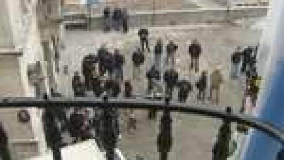 Nuova protesta dei lavoratori dell'Alfa Lum: temono i licenziamenti