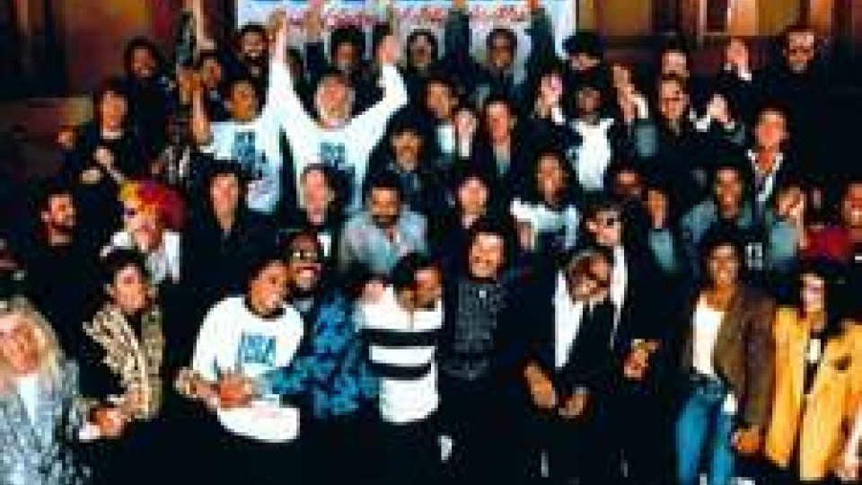 "28 marzo 1985: oltre 6mila emittenti radio si accordano per trasmettere ""We are the world"""