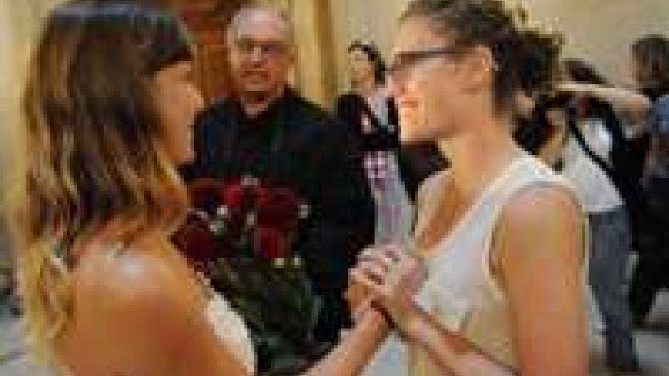 Nozze gay: celebrato primo matrimonio in California