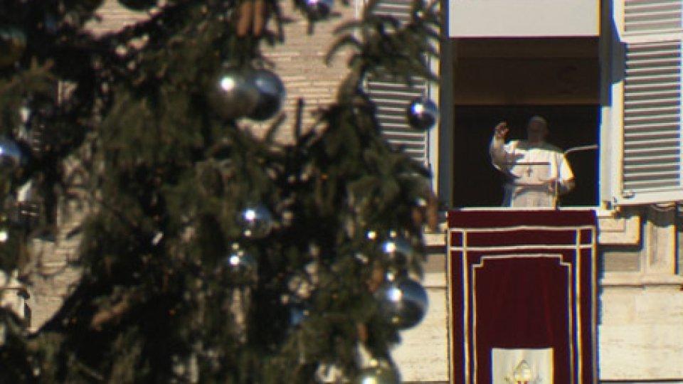 L'Angelus di Papa FrancescoMigranti, l'appello di Papa Francesco all'Angelus
