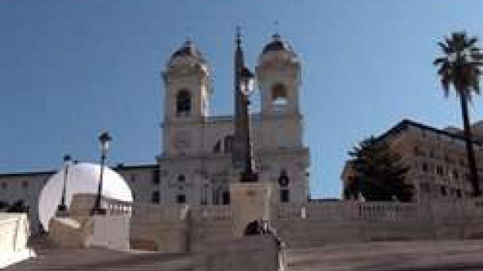 la scalinata di Trinità dei MontiA Roma riapre la scalinata di Trinità dei Monti, grazie alla donazione di Bulgari