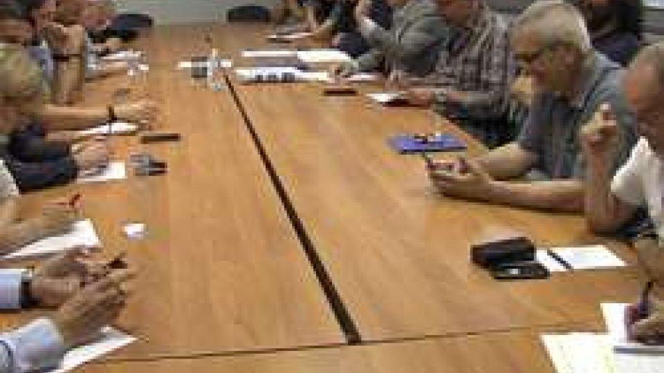 Prove di dialogo: maggioranza promette alla Csu dati reali sul debito pubblico