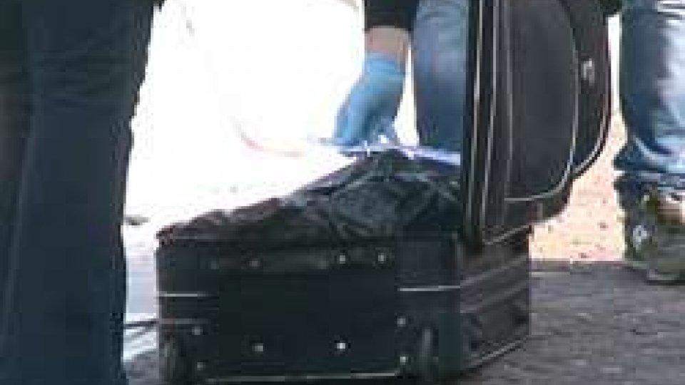 Trovato cadavere di donna fatto a pezzi e messo in una valigia nel porto di Rimini