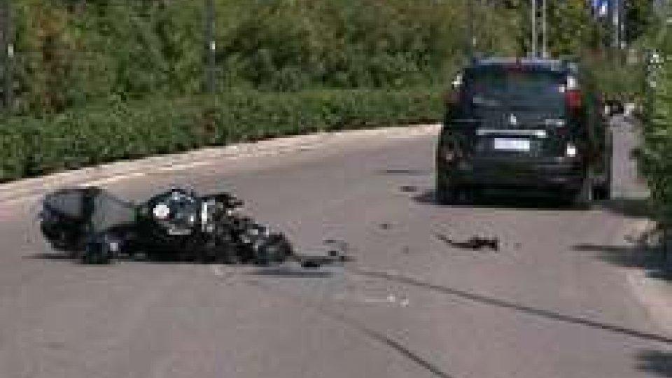 Tamponamento moto-auto a CorianoTamponamento moto-auto a Coriano: grave un 24enne del posto