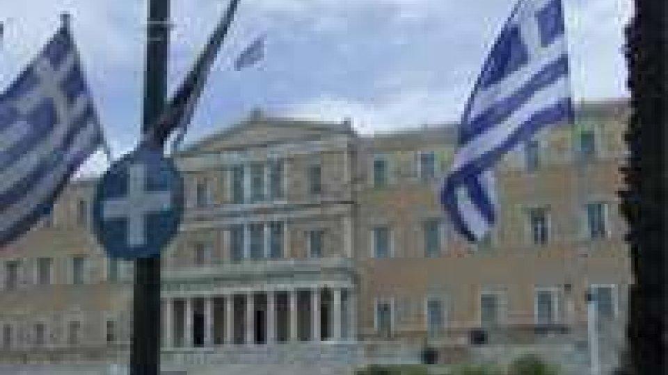 Grecia: al voto il licenziamento di 25.000 statali