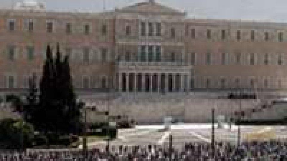 Grecia: impiegati statali in sciopero