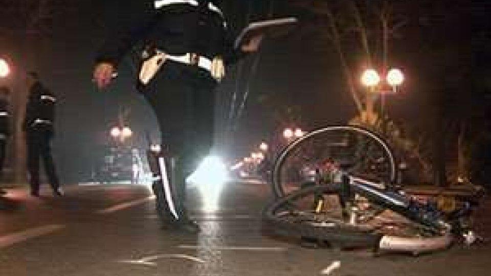 Rimini: giovane a bordo di una Golf investe ciclista in pieno centro