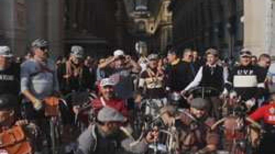 Milano invasa dalle bici d'epocaViaggio nel tempo in bicicletta, Milano invasa dalle bici d'epoca