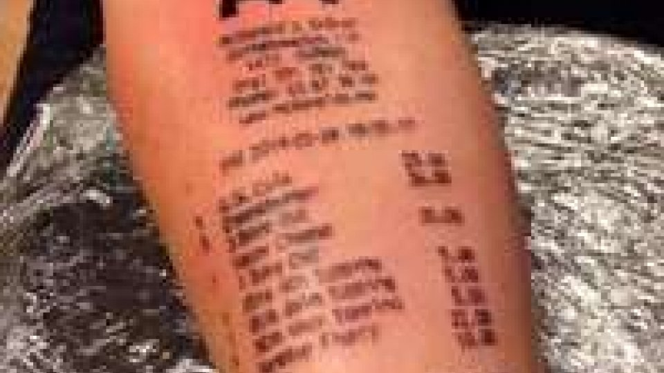 Norvegia, 18enne si tatua uno scontrino di McDonald's