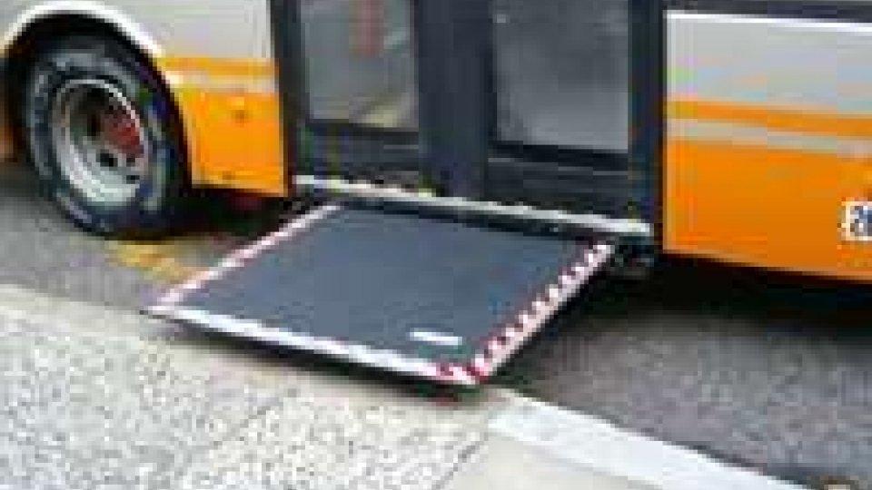 Autobus non si ferma, disabile chiama i Carabinieri