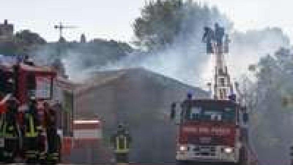 """Pesaro: incendio distrugge """"la Casaccia"""""""