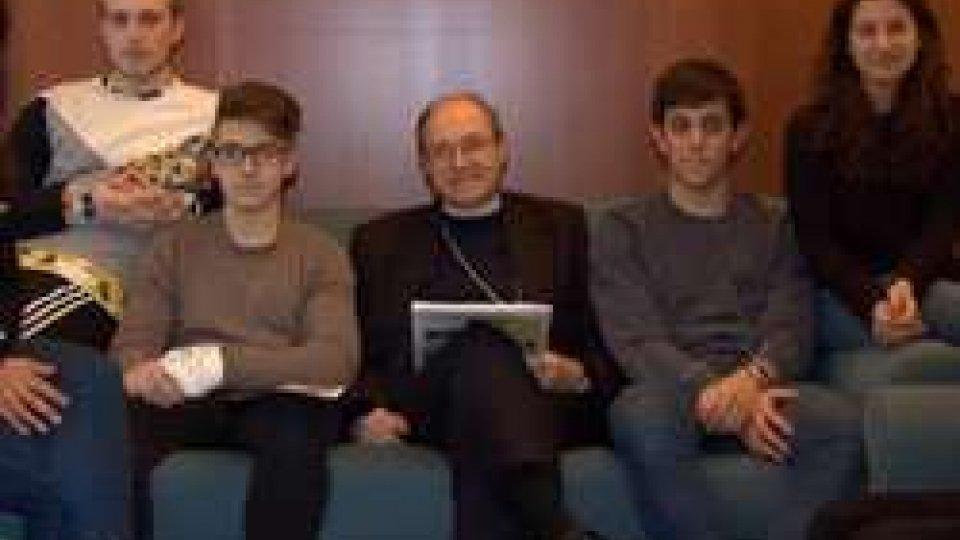 Mons Turazzi e i ragazzi della DiocesiDiocesi San Marino-Montefeltro: 24 ore per il Signore