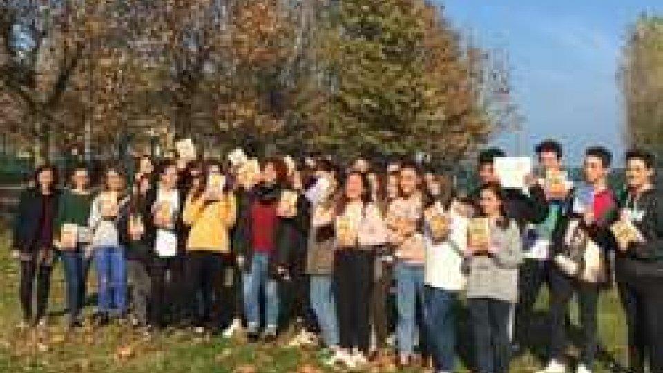 EDUCAZIONE ALLA LETTURA: INCONTRO AL LICEO SAN PELLEGRINO CON LA SCRITTICE RIMINESE LORENZA GHINELLI