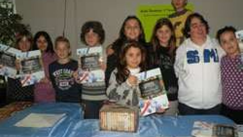 """Gli alunni della scuola elementare """"IL TORRENTE"""" donano il ricavato dei loro calendari alla Fed. Sammarinese Sport Speciali"""
