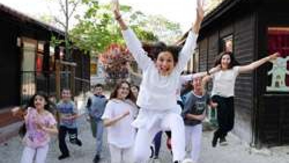 """Filoperfilo segnopersegno: Dai """"giardini segreti"""" di Rimini 150 bambini e ragazzi parlano al mondo con una sola voce"""