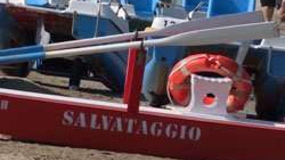 Rimini: marinai di salvataggio duri contro genitori irresponsabiliRimini: marinai di salvataggio duri contro genitori irresponsabili