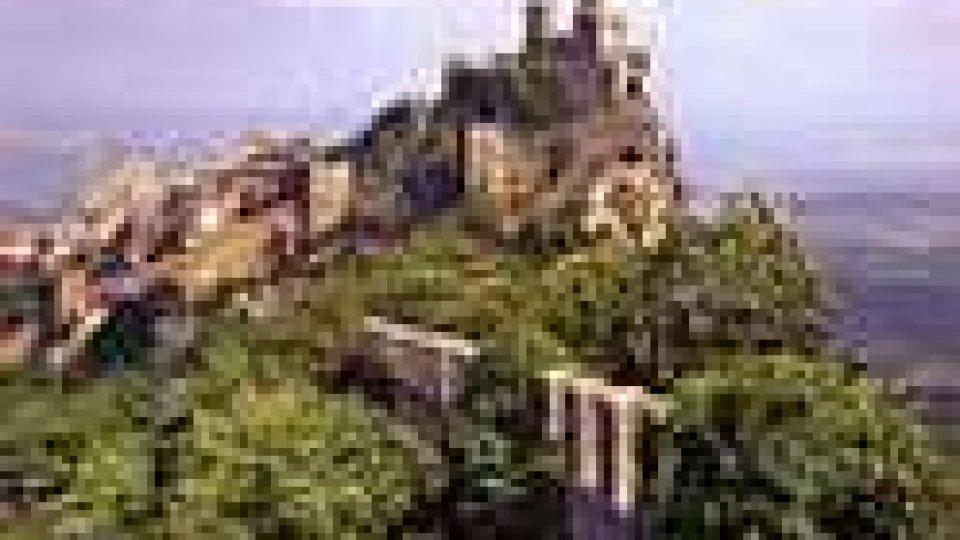 Traffico e turisti sul Titano