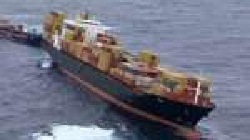 Nuova Zelanda: la nave incagliata da ottobre rischia di spezzarsi