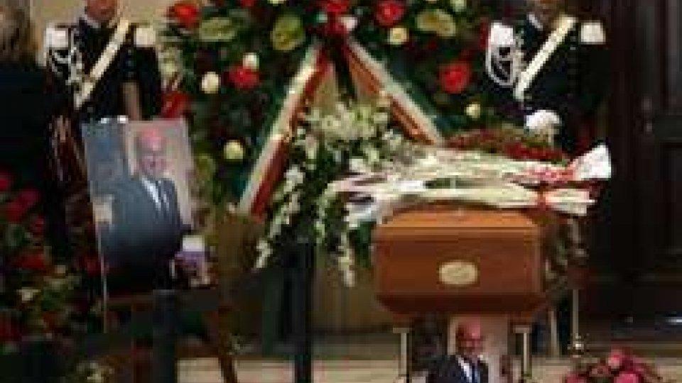 Umberto Veronesi, funerali laici sulle note di BeethovenUmberto Veronesi, oggi i funerali laici. L'oncologo Virgilio Sacchini: l'accordo tra Ieo e San Marino proseguirà