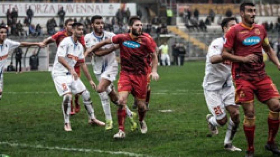 Derby senza gol tra Ravenna e RiminiDerby senza gol tra Ravenna e Rimini