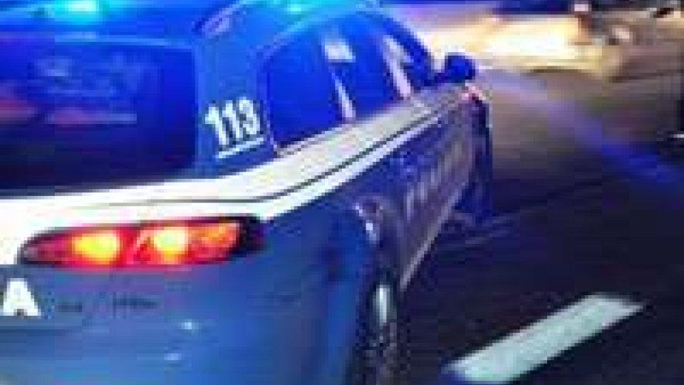 Incidente sull'A14, auto si cappotta: due feriti