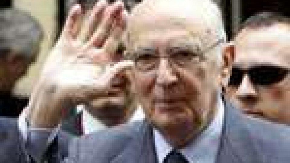 A due giorni dal voto di fiducia è ancora il presidente Napolitano a chiedere di allentare le tensioni