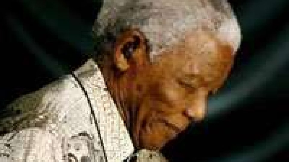 Sudafrica: Mandela migliora, ha lasciato l'ospedale