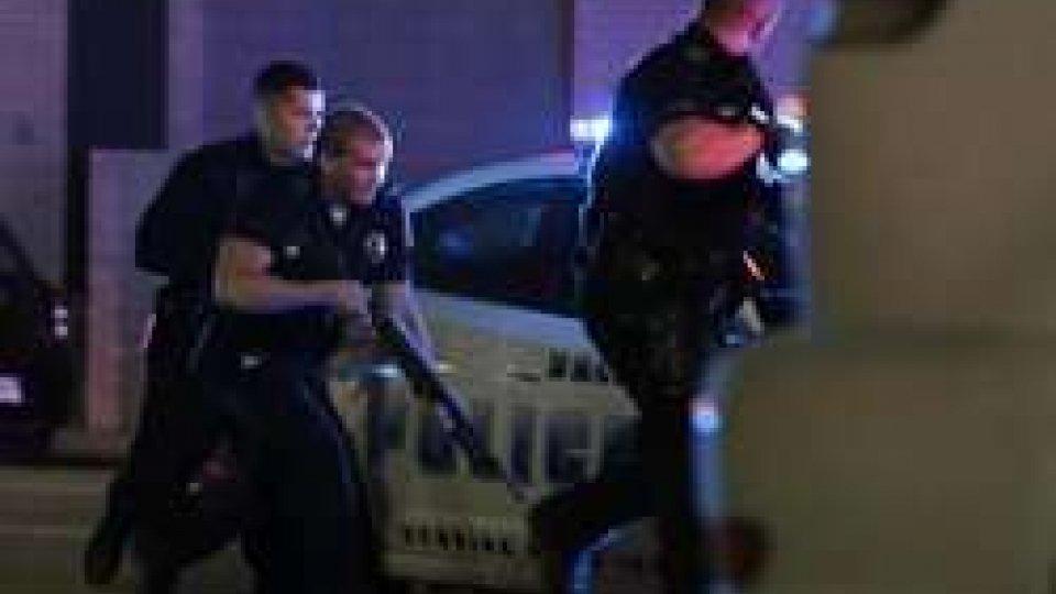 Polizia in azione, ph Ansa/Ap