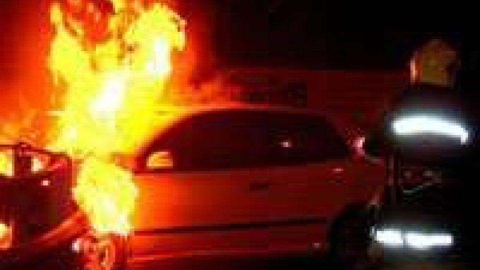 Valdragone: Audi A6 data alle fiamme