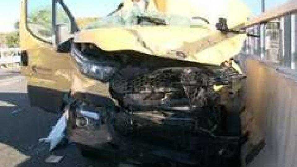 Incidente mortale sull'A14Tragedia sull'A14: muore giovane di 28 anni
