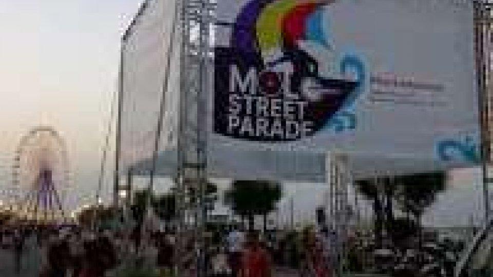 Morte alla Molo street parade: si cerca lo spacciatore