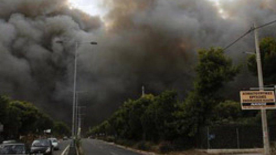 Grecia in fiamme @ansaGrecia: si ipotizza il dolo per l'incendio che ha provocato oltre 70 vittime e centinaia di feriti