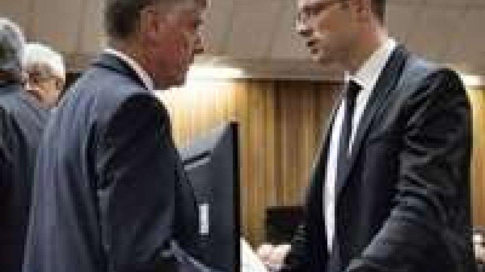 """Processo a Pistorius: """"mi scuso, volevo solo proteggerla"""". Udienza rinviata"""
