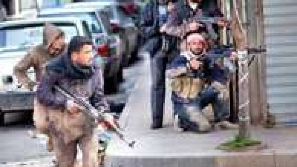 Siria. Uccisi 300 civile e 150 combattenti