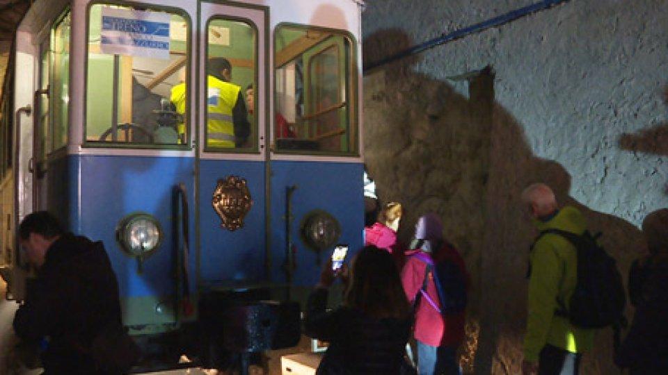 Treno biancazzurro90 anni dall'inizio dei lavori della ferrovia Rimini – San Marino. Ieri una passeggiata raccontata sul percorso ferroviario, per ricordarlo.