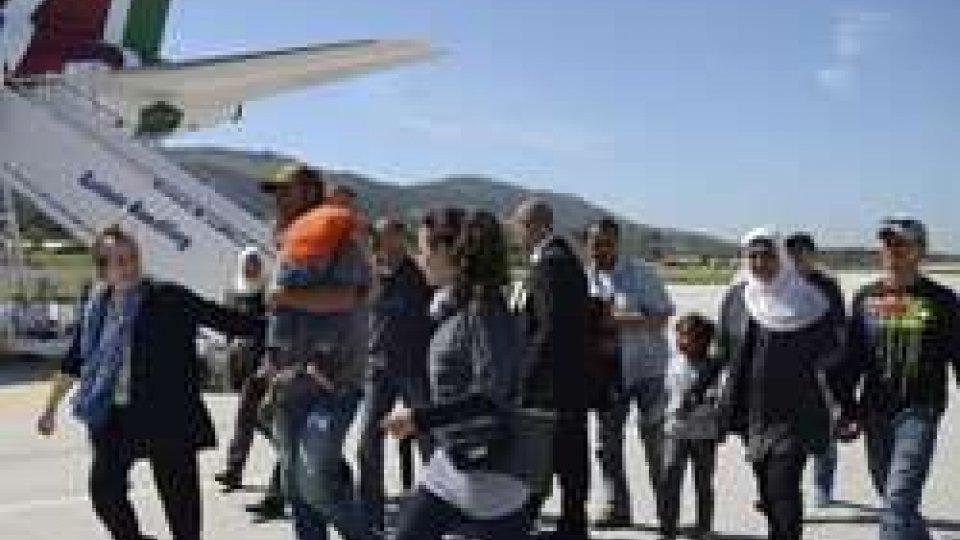 i pofughi col Papa (Ap)Papa Francesco a Lesbo tra i migranti: catastrofe mondiale