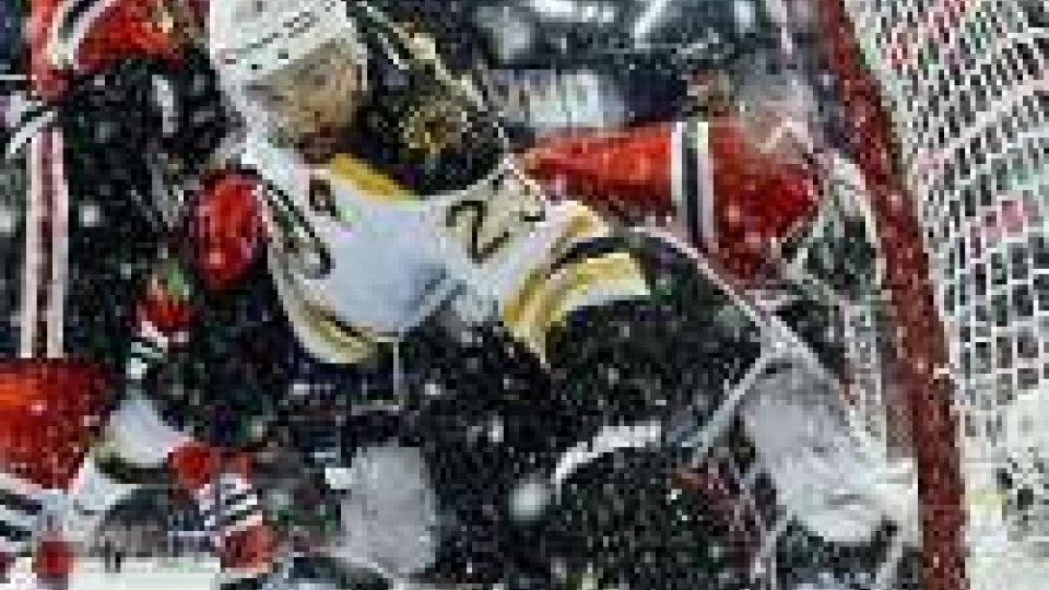 NHL, la Stanley Cup torna a Chicago in 17 secondi