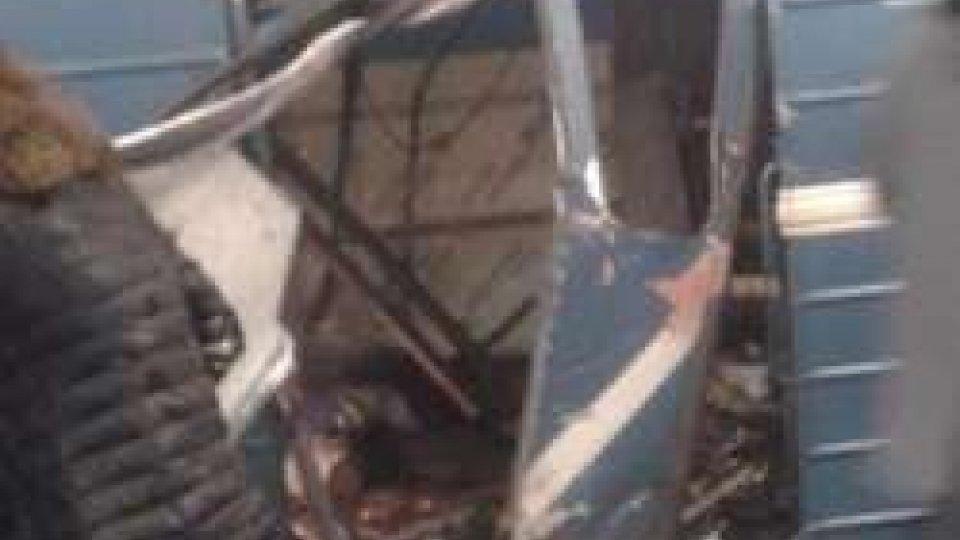 metro sventrata (phTwitter)San Pietroburgo: esplosione nella metro - le prime immagini